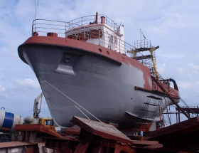Shipyard, Ship repair, metalworking services, shipyard, Grifs, Sarkanā Bāka KRC, hull cleaning, painting and processing of underwater parts, as well as engine overhaul, equipment (including hydraulic) installation, cutting of metal, cleaning, painting, gas and electrical welding, turning, milling